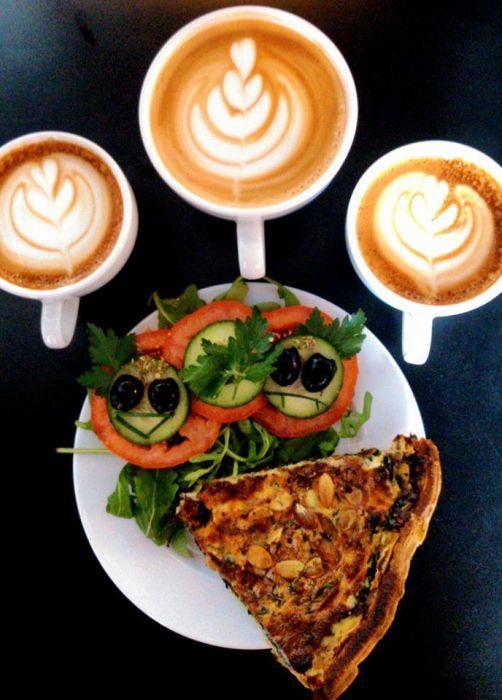 """Rankiem """"Kawki na Stawki"""" jest godne polecenia ze względu na duże, smaczne i tanie śniadania.  Dla studentów z kartą StudentOn dodatkowo 15% zniżki :)"""