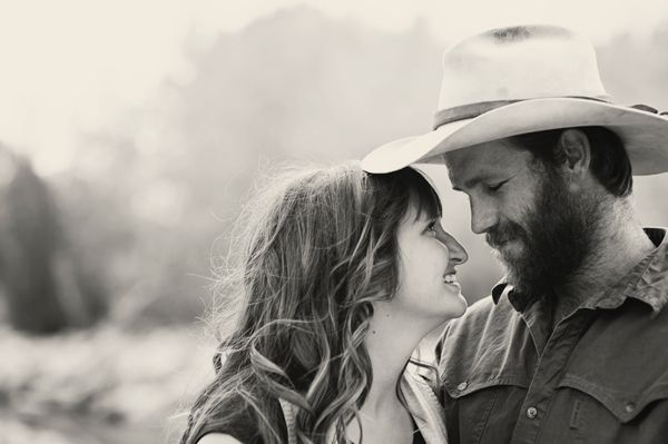 Couple Photography: Telling Their Love Story #photography #phototips http://digital-photography-school.com/couple-photography-telling-their-love-story/