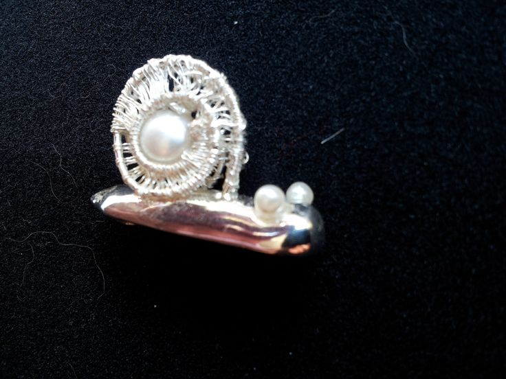 snail; artclay silver, silver wire and a natural pearl