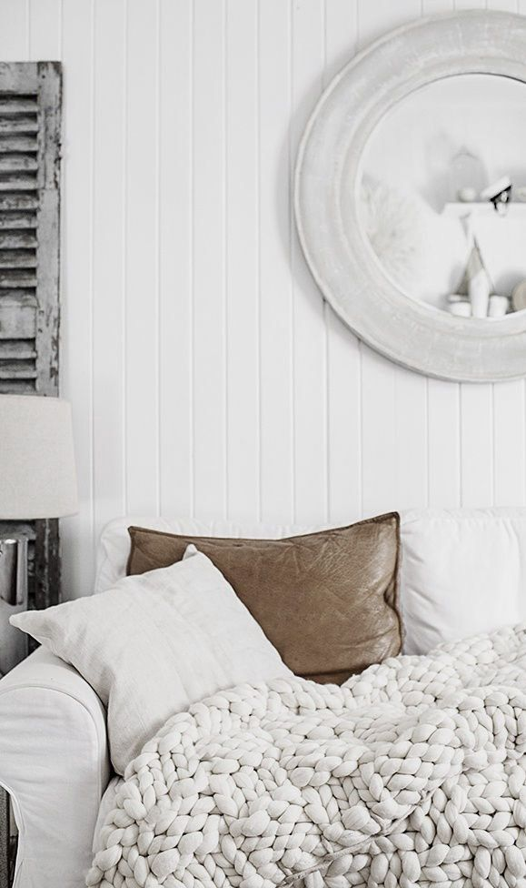 Modern Livingroom Inspiration With A Chunky Knit Blanket Throw Leather Pillows