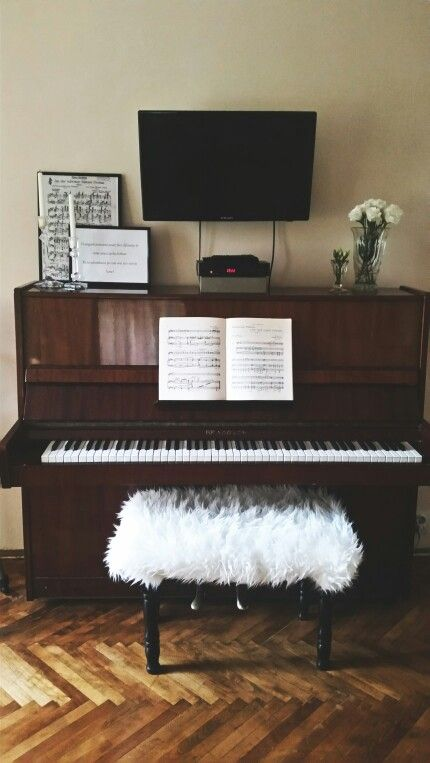 Piano Living Room Ikea Fur Prints White Roses Tv