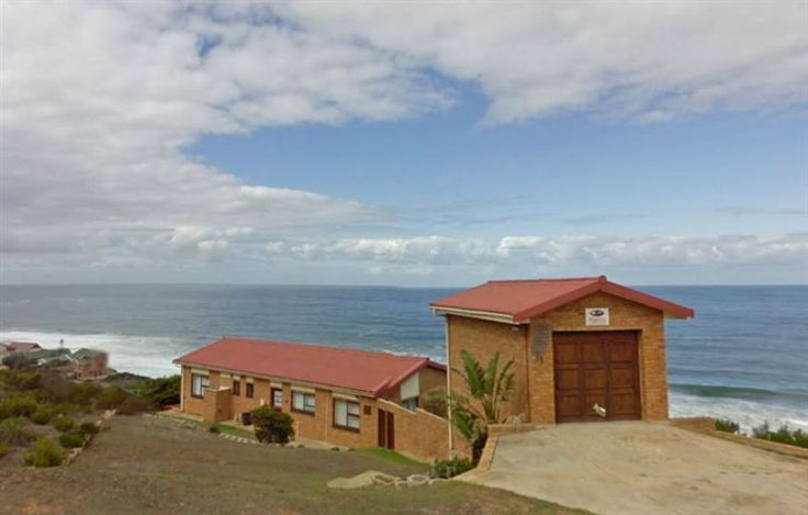 Sit-Sit-So - Sit-Sit-So is situated in Dana Bay, a  conservancy approximately ten kilometres from the bustling Mossel Bay.    We offer a furnished studio sleeping two adults and a young child. The studio has a double ... #weekendgetaways #danabay #southafrica