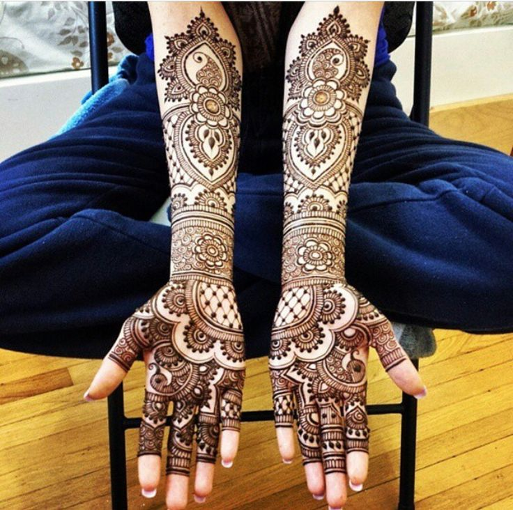 Such a beautiful and neatly done henna design by @hennabydivya on Instagram.