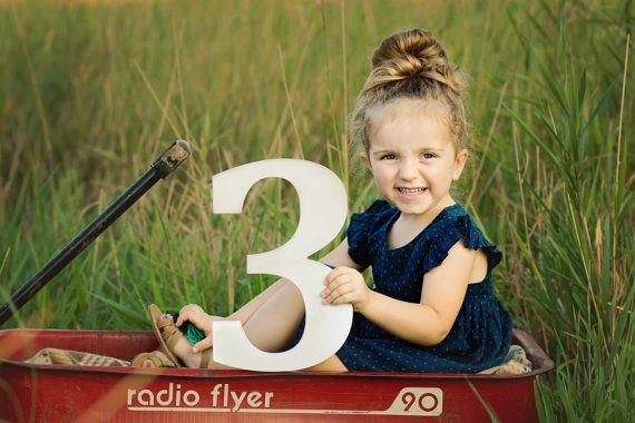 Large Wooden Number Three 3 Sign Kids Photo Prop von ZCreateDesign
