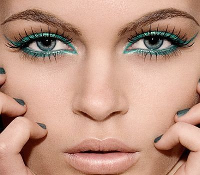 I kind of like this....probably more on someone else, but it's still very bold. :): Make Up, Cat Eye, Eye Makeup, Eyeliner, Color, Blue Eye, Eyemakeup, Eye Liner, Green Eye
