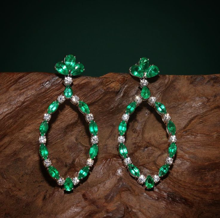 The new standard. Over the past few years, Zambian emeralds have taken the spotlight. This region not only supplies some of the most beautiful emeralds in the world but the Kagem Emerald Mine continues to operate with strict ethical and environmental practices. VANLELES is proud to feature ethically mined emeralds throughout our collections. -- The Classic Collection earrings are crafted in 18K white gold with pear and marquise cut emeralds and round cut diamonds. #happystpattys…