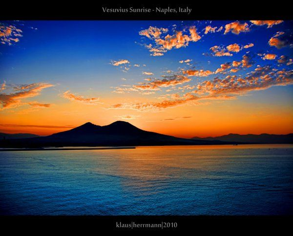 Vesuvius Sunrise - Naples, ItalyNaples Italy, Vesuvius Sunrises, Favorite Places, Italy Vacation, Places I D, Travel Italy, Farbspiel Photography, Italy Travel, Sunrises Sunsets