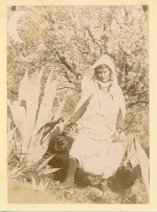 Algérie, Femme algérienne Vintage albumen print Tirage albuminé 8,5x12