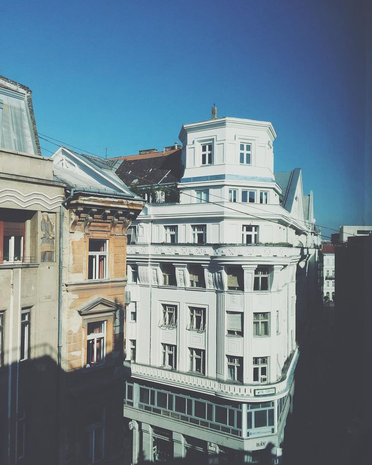 • currently 7°C, feels like Friday • #almostfriday #weekend #office #view #urban #budapest #city #street #welovebudapest #mik #vscohungary #vscogood #vscocam #building #architecture #white