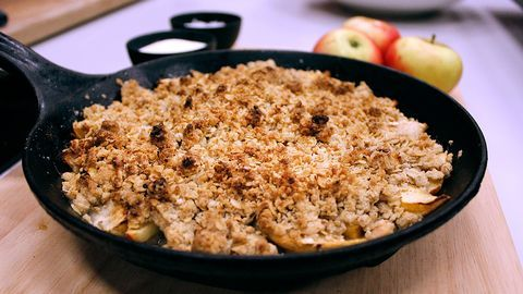 Smulpaj med bakade äpplen  o hemgjord vaniljsås