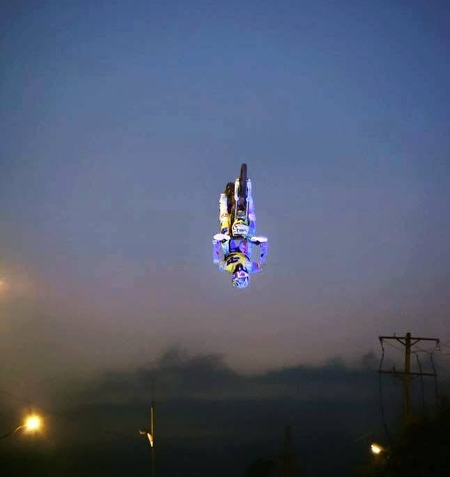 GUAYAQUIL DEL REVÉS  Dándole un vistazo al revés a la AvenidaBarcelona de Guayaquil City en ECUADOR   #pitbike #kankafmx #ride #backflip #ycfriding #ycf #ycffamily #etnies #bullpark13 #bullpark13barcelona #latinamerica #latinamericaexperience #freestyle #pitbikes #freestylepitbikeshows #riding #moto #jump #air #tattooboy #ink #lifestyle #extremsport #kankaextremsportsbcn  INSTAGRAM @kankafmx FACEBOOK page :  KANKA EXTREM SPORTS BCN