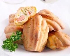 Madeleines au comté et au jambon : http://www.cuisineaz.com/recettes/madeleines-au-comte-et-au-jambon-76072.aspx