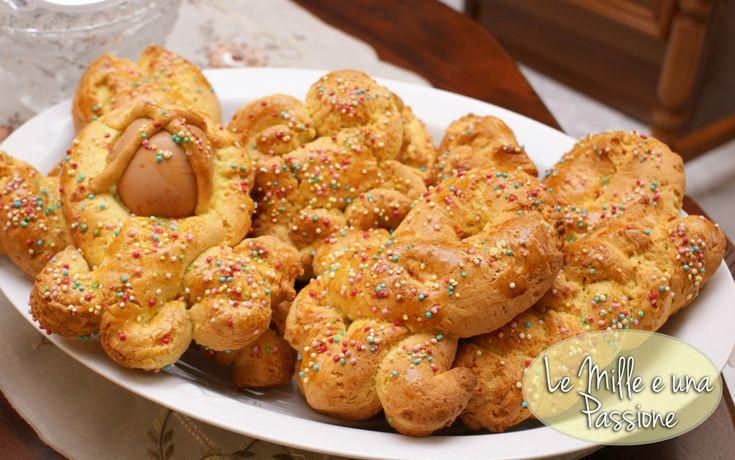 I cudduraci sono dei dolci tipici calabresi, precisamente del reggino. L'impasto è molto simile a una pasta frolla. Qui puoi trovare la ricetta e come fare