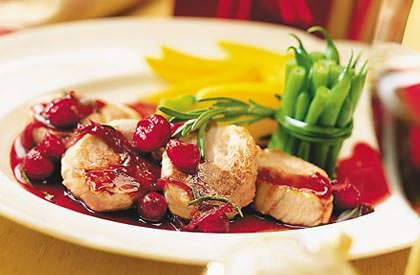 Les Médaillons de porc, sauce aux canneberges et au porto est une autre délicieuse façon de savourer le porc du Québec. Découvrez toutes nos recettes.