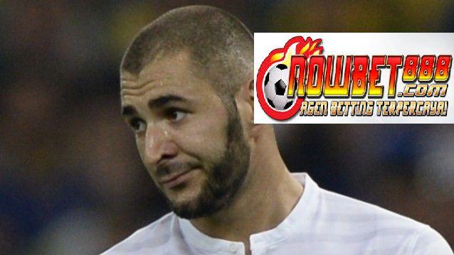 Striker Real Madrid Karim Benzema bermaksud untuk mewakili Prancis di Euro 2016, bersama dengan gelandang Lyon Mathieu Valbuena.