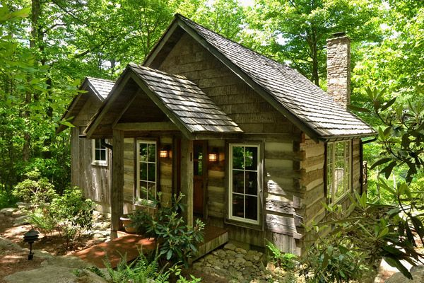 A rustic guest cottage in Cashiers, NC. {Invite me over, please!}