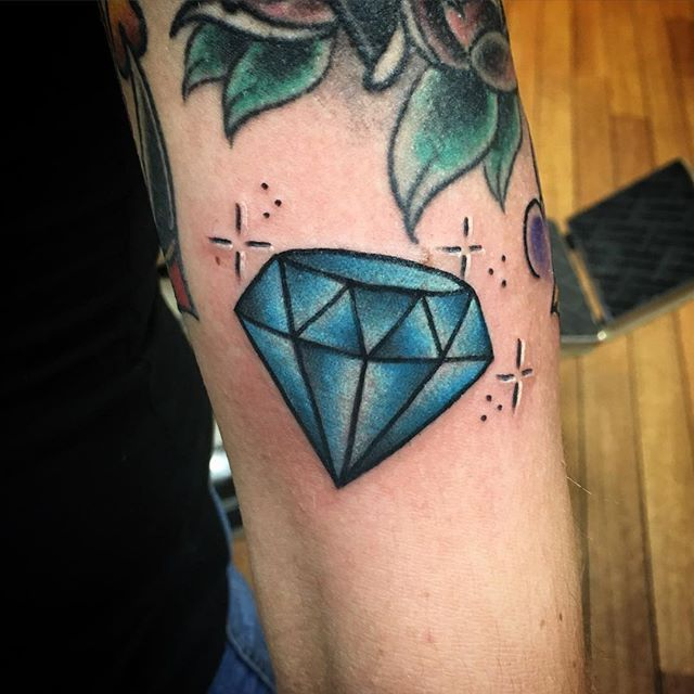 Diamonds are forever!! #diamond #tattoo #girlsbestfriend #diamondtattoo #lucky7oslo @lucky7oslo