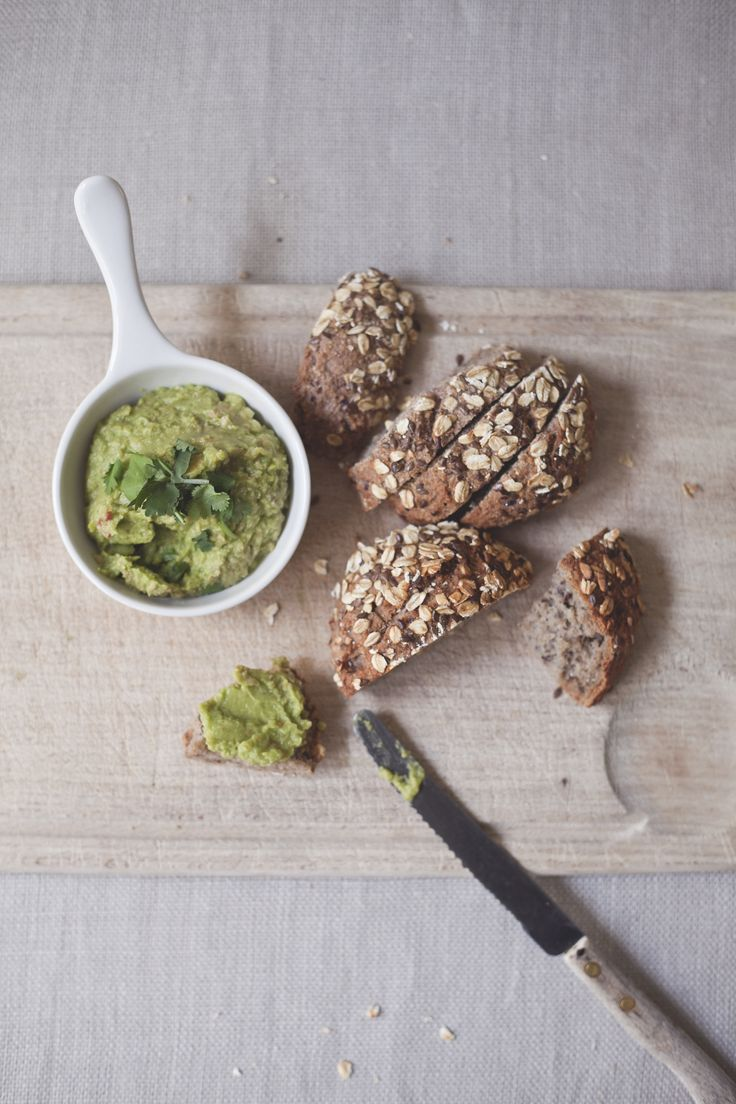 avocado hummus with oat bread // spring menu // by Wij Zijn Kees // www.ilovesla.com