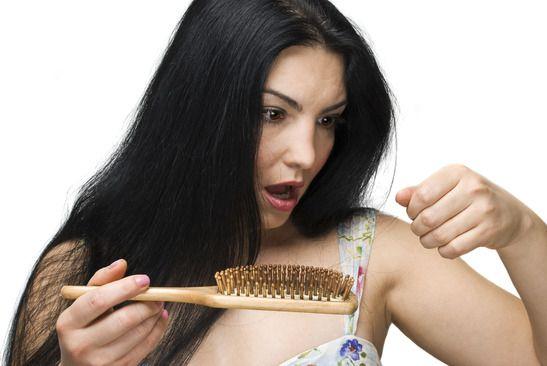 Hajhullás gyötör? Használd ki ezeket a tippeket és ints búcsút a hulló hajadnak!