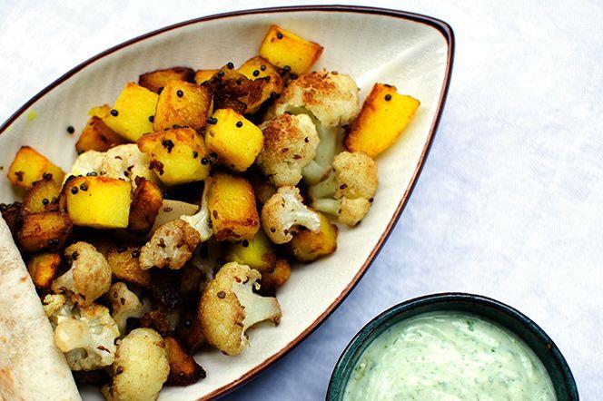 Indisk smakrik pytt med ghee, blomkål och potatis | Kung Markatta - kungen av ekologiskt. Indisk smakrik pytt med ghee, blomkål och potatis  Med härlig kryddning av spiskummin, bruna senapsfrön, Ghee och en sval spenatyoghurt får du en otroligt välsmakande vegetarisk pytt med indiska influenser.