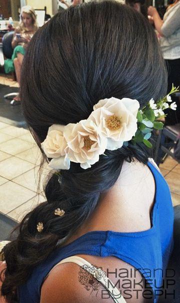 White-Flowers-on-Black-Hair-Over-the-Shoulder.jpg (360×606)