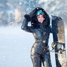 Наши комбинезоны отлично подходят как для повседневной жизни, так и для занятия зимними видами спорта! ❄ ❄ Наш контактый телефон - 8 987 230 01 01 . . Фотограф @alisatyt . . #пуховикчелны #горнолыжныйкомплексфедотово #горнолыжныйкомплексян #горнолыжныйкостюм #женскийпуховик #пуховик #зимнийкостюм #комбез #зимнийкомбенизон #теплаяодежда #комбинезоны #девушка #зимнийкомбинезон #сноуборд #набережныечелны #зимняяодеждачелны #горнолыжныйкостюм#сноубордчелны