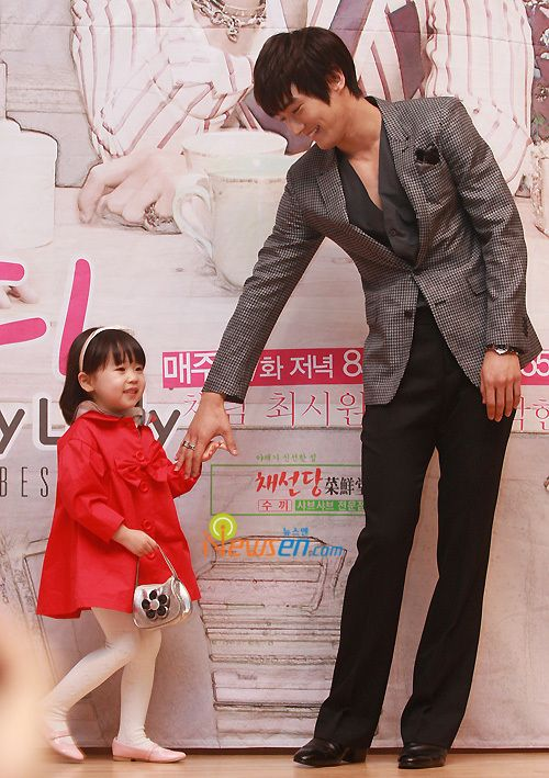 Oh! My Lady--Choi Siwon and his onscreen daughter, Kim Yoo Bin @ press conference. Aaawwh