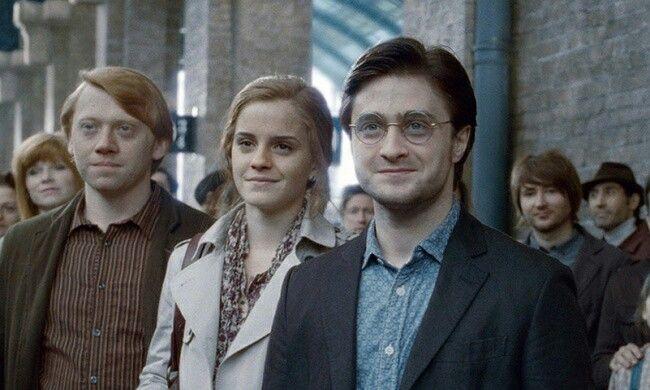 Взрослый  Гарри  Поттер, Рон  Уизли, Гермиона  Грейджер.