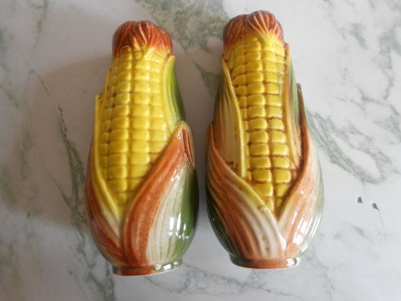 Vintage Con on the Cob Salt and Pepper Shakers, wonderful pottery in excellent condition