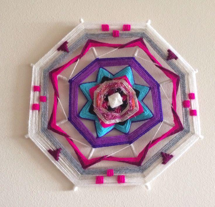 Mandala tejido con bordado