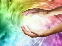 Eu creio que tudo é energia viva, intensa, criadora e  universal.  Somos essa mesma energia materializada nestes corpos físicos e ao mesmo tempo, sutis, como seres admensionais livres e eternos!