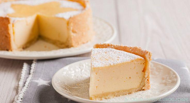 Klassisches Käsekuchenrezept - einfach, cremig, lecker. Mit Tipps, wie man Käsekuchen ohne Risse und Einfallen backen kann.