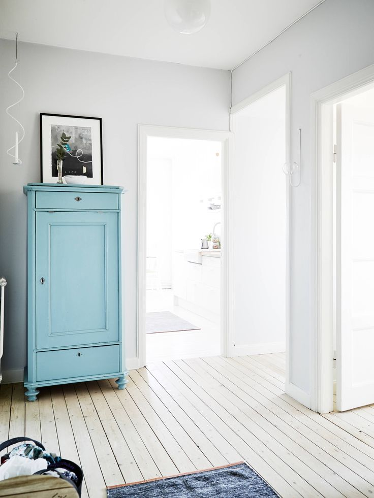 light grey walls, turquoise cupboard