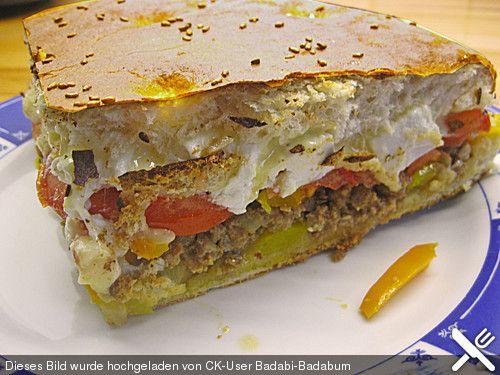 Gefülltes Fladenbrot mit Hackfleisch, Paprikaschoten, Tomaten und Fetakäse Super lecker!