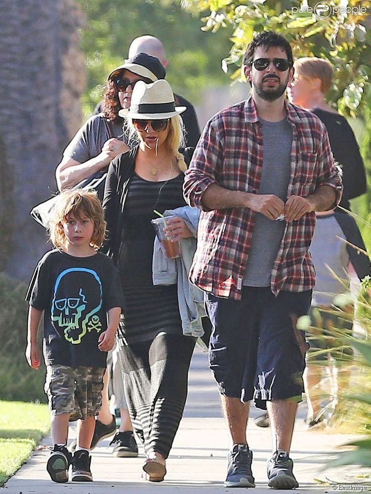 Exclusif - Christina Aguilera se rend à un pique-nique organisé par l'école de son fils Max à Santa Monica, le 2 septembre 2014. Elle y retrouve son ex-mari, Jordan Bratman, et discute avec lui. C'est la première apparition en public de la chanteuse depuis la naissance de son 2ème enfant il y a 2 semaines, une petite-fille prénommée Summer Rain Rutler!