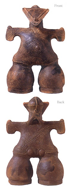 "[Goddess on mask]   Japanese ceramic figurine ""DOGU"".  BC.2,500 - BC.1,200.    This figurine was unearthed on Nakappara Nagano Japan. 長野県なかっぱら遺跡"