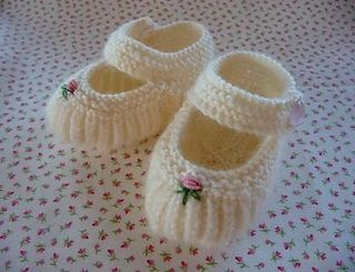 The classic Mary Jane shoe, traditionally worn by both girls and boys, knitted for teeny tiny feet in the softest, pure wool 4ply. May be fastened with buttons or ribbon ties.
