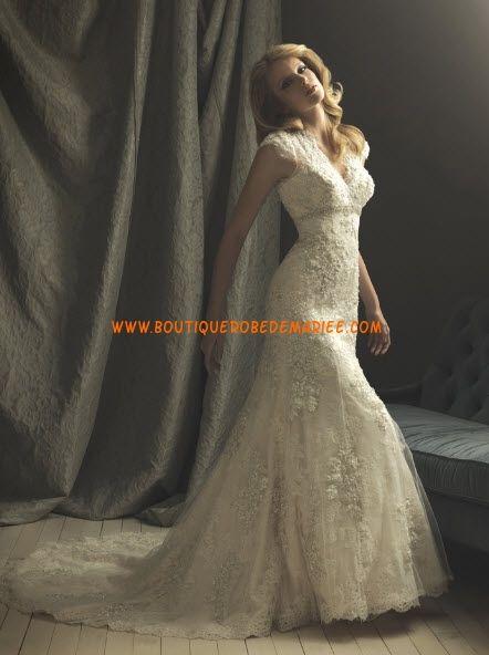 Robe de mariée dentelle col V applique  Robe de mariée dentelle ...