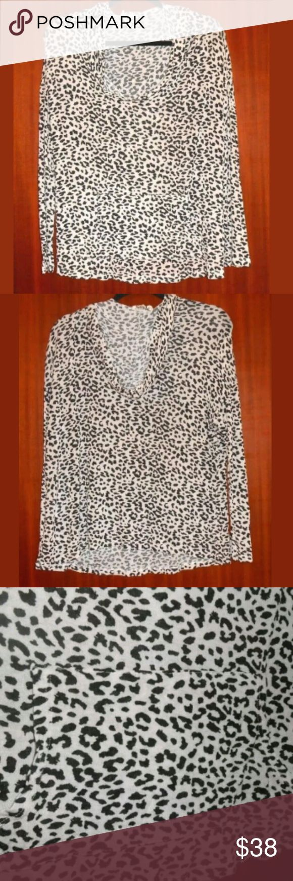 """Mumu Mellow Beige & Black Long Sleeve Thin Hoodie A cool top in very good condition. Great for any casual day or used as loungewear.   Size small, baggy fit. Front pocket at stomach area.   18"""" armpit to armpit  26"""" shoulder seam to hem mumu mellow  Tops Sweatshirts & Hoodies"""