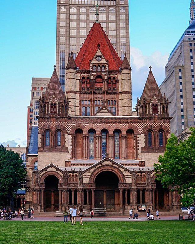 Here We Have The Trinity Church In Copley Square House Styles Copley Square Mansions