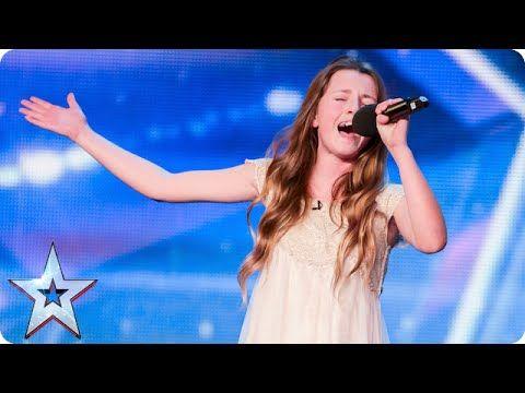 當這個年僅12歲的小女孩在英國達人演唱,全場的觀眾和所有評審們給震撼住了