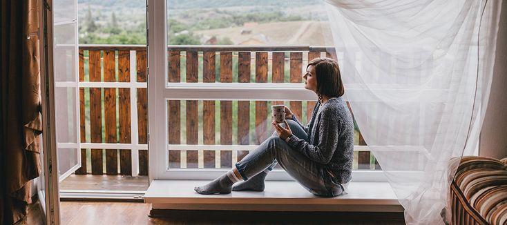 Att ha trägolv på sin balkong är vackert men lite omsorg krävs