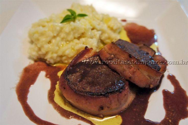 Receita de Medalhões de Filé Mignon com Bacon passo-a-passo. Acesse e confira todos os ingredientes e como preparar essa deliciosa receita!