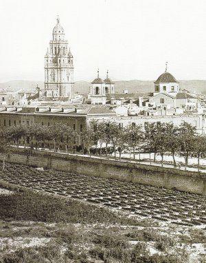 Plantaciones de tomates junto a La Glorieta hace un siglo, al parecer más rentables que el tabaco.Cigarrillos con pedigrí huertano