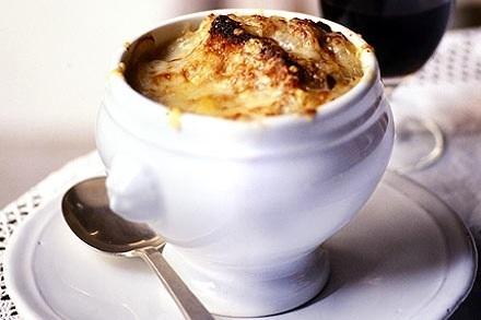 Неделя французской кухни: традиционный луковый суп