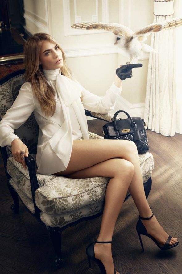 Cara Delevingne and the white owl for Cara Delevingne's Mulberry handbag collaboration l #owls #bags #Mulberry