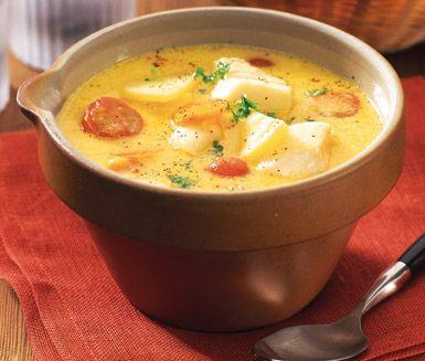Bjud på en supergod, krämig och lättlagad fisk- och saffranssoppa. Med fisk, potatis, morötter och små körsbärstomater blir det en matig och kraftfull soppa. Saffranet ger en ljuvlig smak och färg. En soppa som faller alla i familjen i smaken!