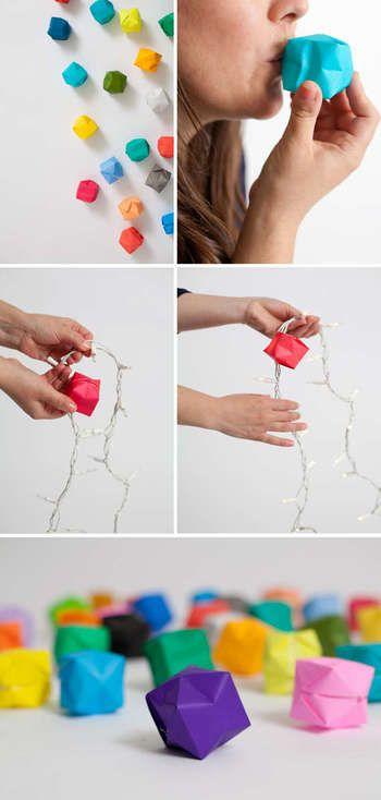 折り紙で作る紙風船。子どもの頃、一度は作ったことがあるのではないでしょうか? 写真のようにライトにつければ、可愛いルームランプの出来上がり。