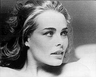 Margaux Hemingway February 16, 1954 – July 1, 1996 was an American fashion model and actress. the older sister of actress Mariel Hemingway and the granddaughter of writer Ernest Hemingway. she changed the original spelling from 'Margot' to 'Margaux' to match. In addition to Mariel, she had another sister, Joan.Hemingway also suffered from dyslexia. Margot HemingwayŠaltinis: www