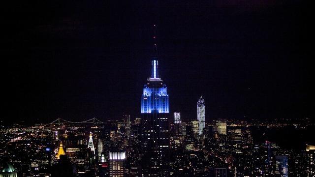 Bis democratico L'#Empire_State si tinge di blu